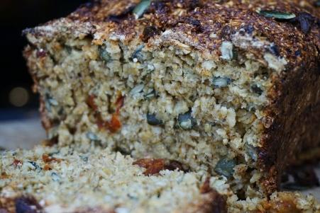 Sundried Tomato & Basil Porridge Oat Bread